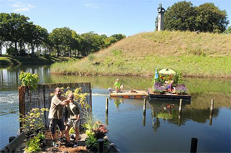 Årets tolv trädgårdsflottar är utplacerade. Sist ut ett lokalderby från vars en sida av Asmundtorp. Kan man verkligen tävla i snyggaste trädgårdsflotten? - Det som i musik. Smaken är som baken, svarade häckexpert Jonas Olsson från Horto Green.