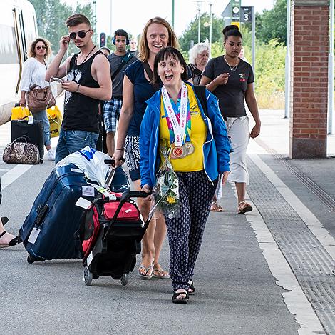 Lotta kom hem med  famnen full av OS-medaljer
