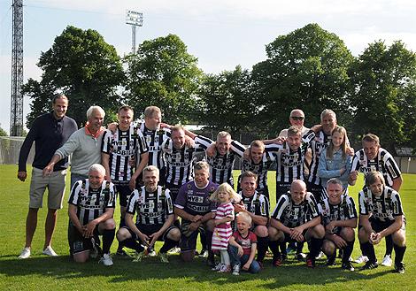 """Landskrona BoIS oldboys spetsat med Anders """"Zoom"""" Håkansson besegrade ifjol Helsingborgs IF med 3-2 trots att gästerna bland annat mönstrade den något mer vältränade Henrik Larsson. Flera av veteranerna ovan lär finnas med på plan den 23 augusti."""