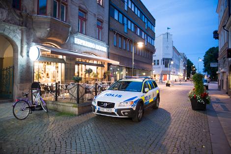 Polis och väktare kom till platsen. Foto: André Tajti