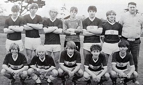 """BK Frams juniorlag för drygt 30 år sedan bestod ev ett gäng riktigt duktiga fotbollsspelare. Överst till vänster står Mats """"Sillen"""" Lindblad och Joakim Nilsson som sedan kom att spela på betydligt större arenor än Exercisfältets A-plan."""