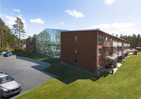 Nu planeras för seniorboende i Borstahusen där man mellan tre trevåningshus skapar en stor lummig vinterträdgård.