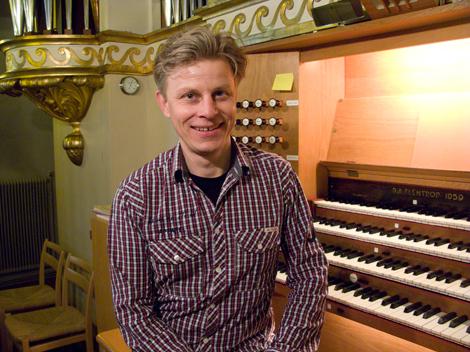 Dag Videke, organist, håller i höstens första lunchmusik i Sofia Albertina kyrka onsdagen den 9 september klockan 12.10 Foto: Hjördis Thelander