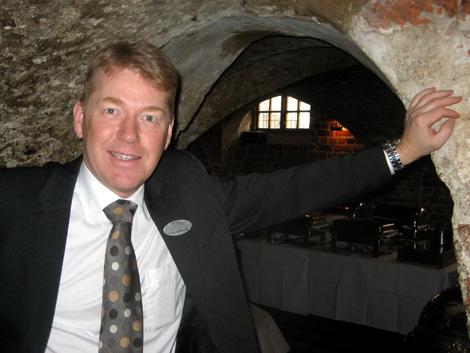 Göran Andersson är, som ägare av Hotel Öresund, årets företagare 2010 samt styrelsemedlem i Visita, en tung aktör i Landskrona. Han är kritisk till hur kommunen skött etableringen av Harrys på Rådhuset och enligt honom är risken stor att allt hamnar på Konkurrensverkets bord.
