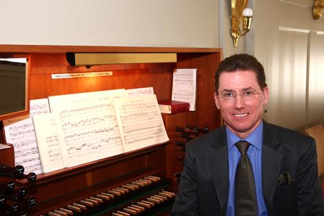 Den kände organisten Ulf Samuelsson från Stockholm, håller konsert i Sofia Albertina kyrka på söndag den 13 september kl 18.00. Foto: Privat