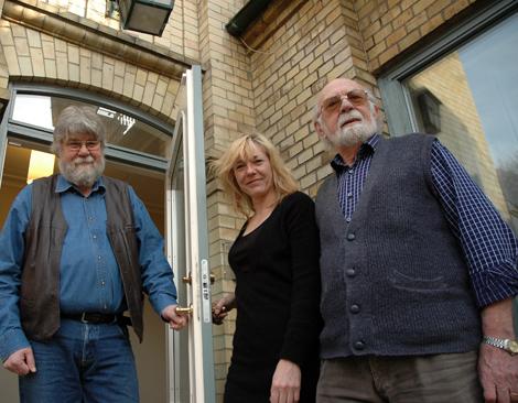 Sven Hansson ,Åsi Hildebrand och Lasse Sjöberg bildade för 16 år sedan Berättarklubben, den 8 september bjuder den pratglada trion in till berättarkafé på Teaterrestaurangen.