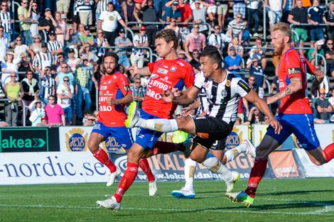 Admir Aganovic gör 1-1...  Foto: Ulf Bjarke, Foto261.se.