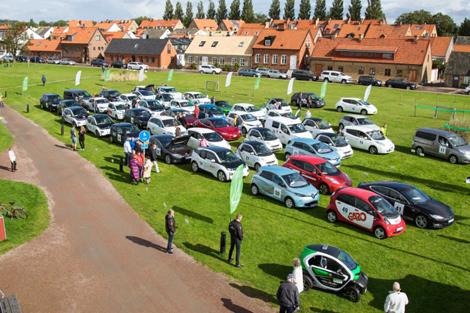 Rallybilarna gör sig klara för avfärd mot Malmö.