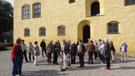 Föreningen Norden i Landskrona har varit på en utflykt i söderled. Bland annat besökte de Bollerups borg i Tomelilla kommun. Foto: Privat.