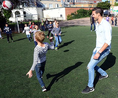 BoISare lirade boll med  elever inför Skolans Dag