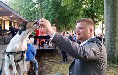 Det har gått en dryg vecka sedan fotofestivalen invigdes. Nu gäller det att vara på hugget så att man inte missar något. Kommunalråd Jonas Esbjörnsson (S) har ett stort fotointresse.