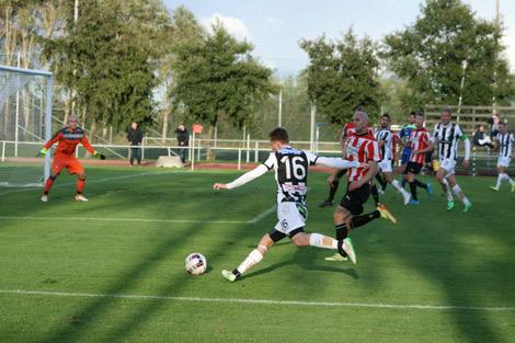Dennis Olofsson byttes in i slutet av matchen men något mål blev det inte. Foto: Ulf Backman