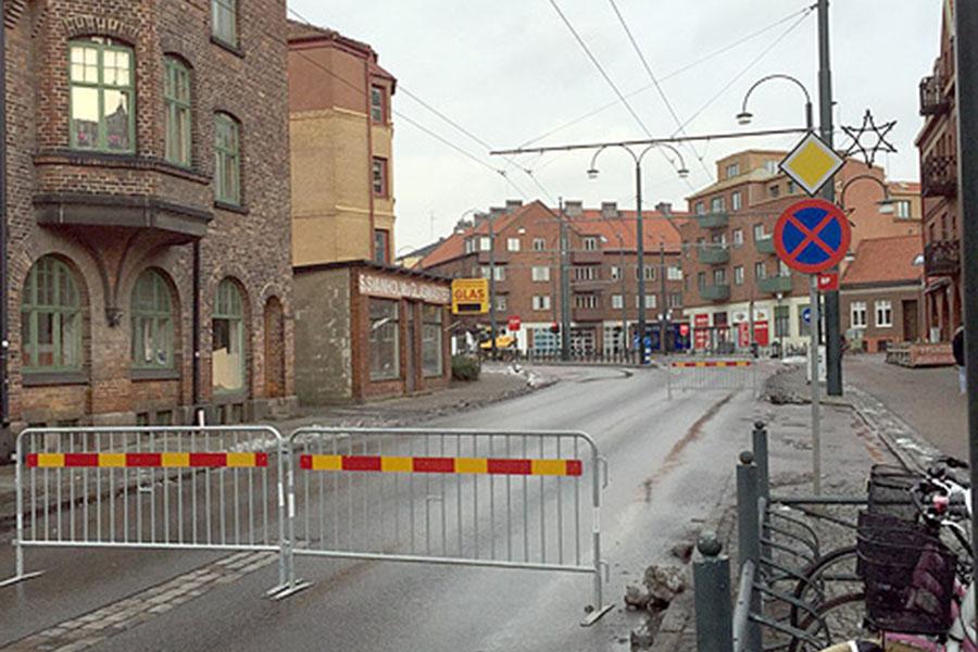 Fram till torsdag kväll kommer korsningen vid Hvilan att vara avspärrad eftersom vattenledningar måste bytas ut. Foto: Kurt Hultqvist