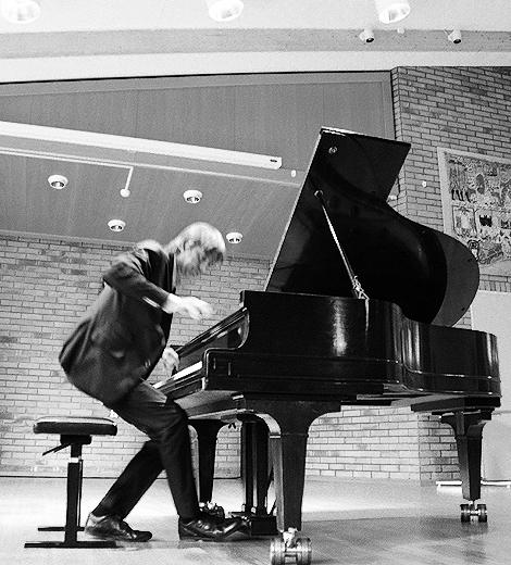 Både publiken och Jan Lundgren levde sig in i musiken när den världsberömde jazzpianisten gästade Landskrona på söndagen.