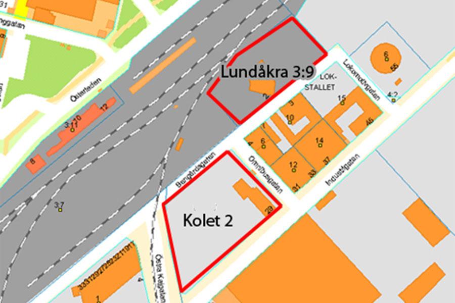 Kommunfullmäktige beslöt på måndagen att kommunen ska köpa dessa två markområden.