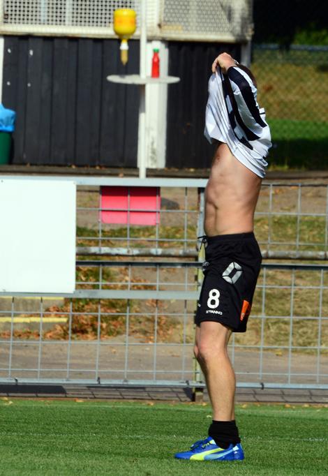 Peter Oltner kvitterar till 1-1. Foto: Håkan Karlsson