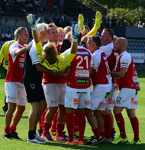 Matchen fick avgöras på straffar och Pontus Farnerud behöll sin röda tröja och avgjorde tillställningen. Foto: Håkan Karlsson