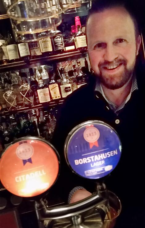 Daniel Nyman är VD på 1413 Bryggkultur AB. Idag släpps det lokala ölet Borstahusens lager på Systembolaget.