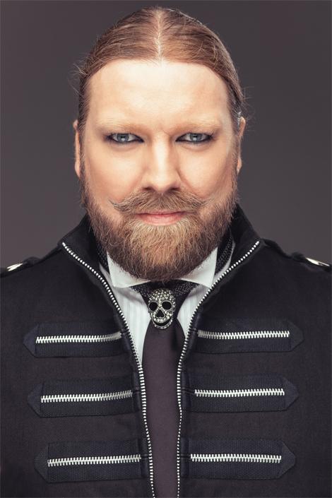 Rickard Söderberg kåserar och sjunger vid Landskrona Kammarmusikförening kickoff på teatern den 4 september. Foto: Pressbild.