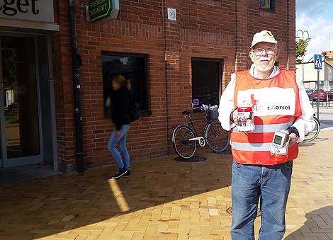 Roger Gustafsson var på plats i centrum under fredagen och samlade in pengar till Röda Korsets flyktinghjälp.