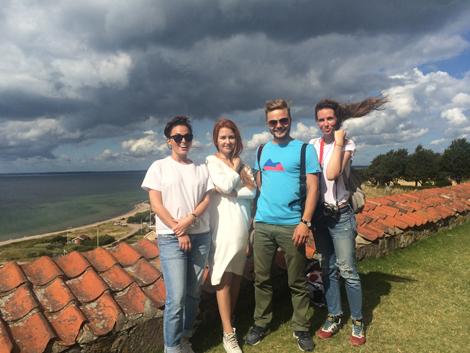 Från vänster: Maria Kriuchek, Visit Swedens Rysslandskontor, Ekaterina Mischchenkova, Anton Charushin samt Maria Smirnova, utvalda ryska bloggare och instagramare. Foto: Olga Bergvall, Turistbyrån Landskrona-Ven.