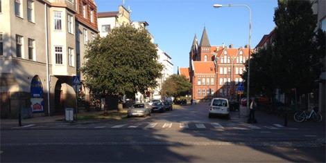 Här i korsningen Regeringsgatan/Skolallén kommer arbete med vattenledningar att pågå under hösten.