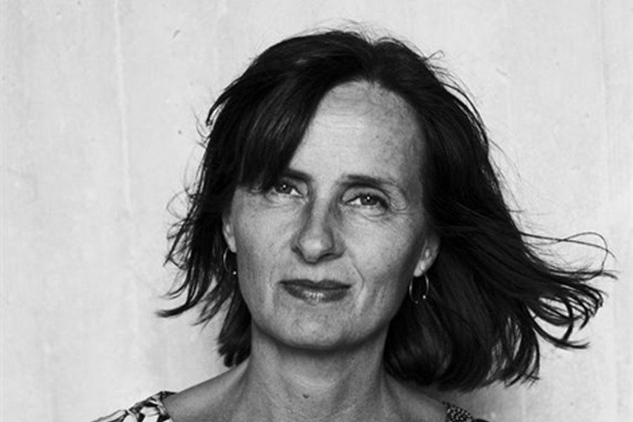 Susanna Alakoski föreläser  på stadsbiblioteket