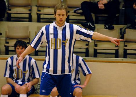 En av många profiler som lirat med Team LP är Jonas Lindh som 2008 spelade för Ängelholms FF. På bänken skymtar Måns Sörensson, då i IFK Malmö. Några fler utombys spelare blir det dock inte i Nightcap då Skånes Fotbollförbund förbjudit Team LP att delta.
