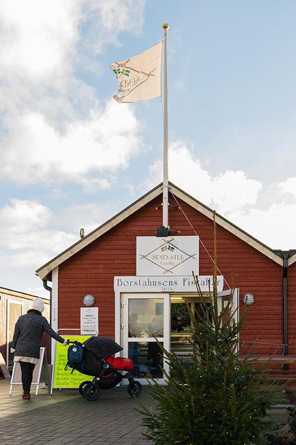 Sund-Sill har kommit att bli en populär fiskaffär som håller öppet året runt.