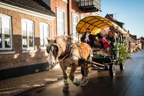 Lena och Ivan körde med häst och vagn mellan Erikstorp och hamnen.