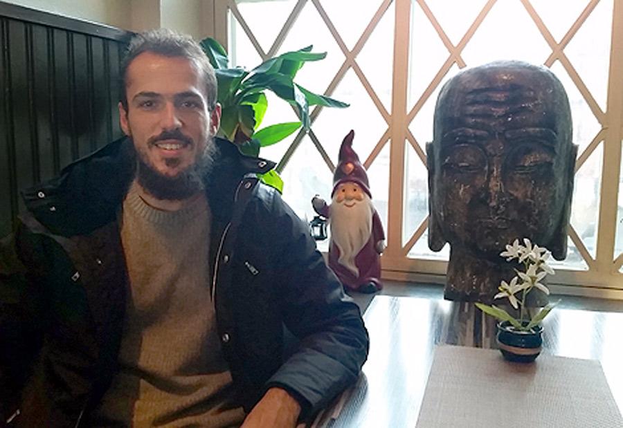 Emir Kujovic är hemma på jullov i Landskrona.