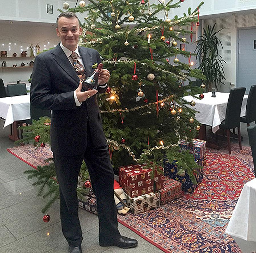 Henric Molin gläds åt att Spirit of Hvens whisky Sankt Claus blivit utsedd till världens bästa av Whisky Advocate magazine. Foto: Spirit of Hven