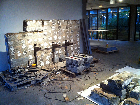 Badrummet nermonterat. Jonas Lindvalls imponerande badrum där bara badkaret i sig vägde 800 kilo är nu utplockat ur konsthallen och en mindre renovering av byggnaden är på gång innan konstsäsongen 2016 kan invigas i mars.