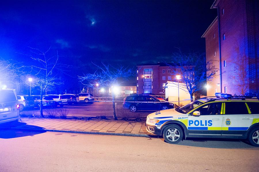 En person skadades allvarligt i samband med en skottlossning på en parkeringsplats på Vattenverksallén på söndagskvällen. Foto: André Tajti, AT-Foto.se