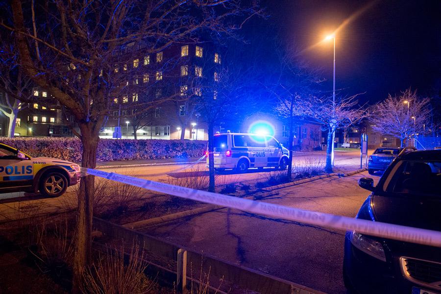 Parkeringsplatsen där skottlossningen ägde rum ligger bara något hundratal meter från lasarettet. Foto: André Tajti, AT-Foto.se