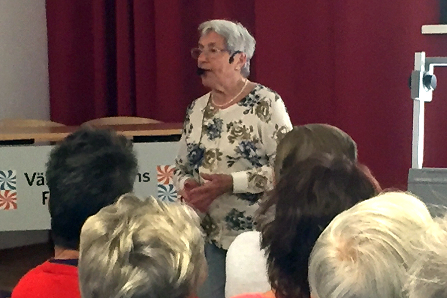 Lea Gleitman från en föreläsning i Landskrona hösten 2015. Foto: Roger Lindskog.