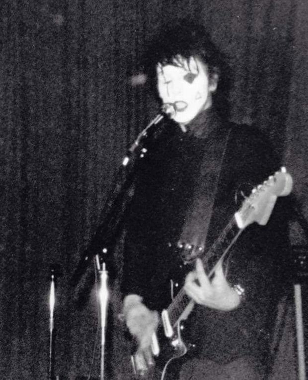 Anders Bengtsson i Dada 36 på Folkets Hus 1982. Foto: okänd