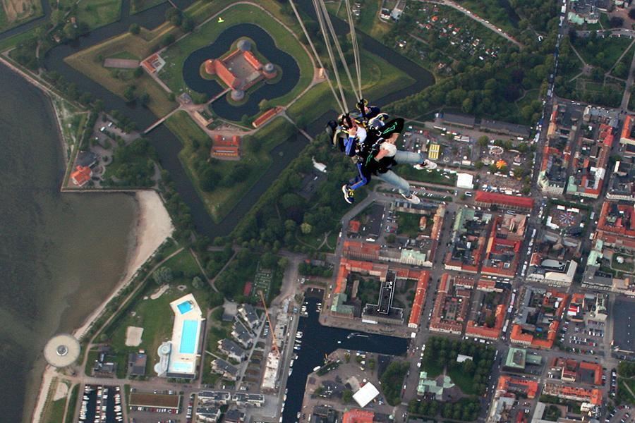 Två kommunala fallskärmar utlöstes under 2015