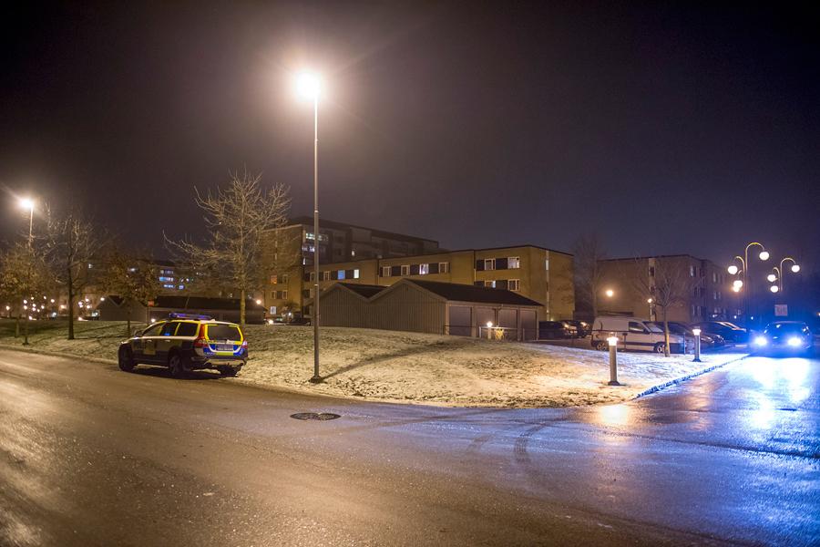 Vid 18-tiden på lördagen larmades polisen till ett bråk på en parkeringsplats på Koppargården.