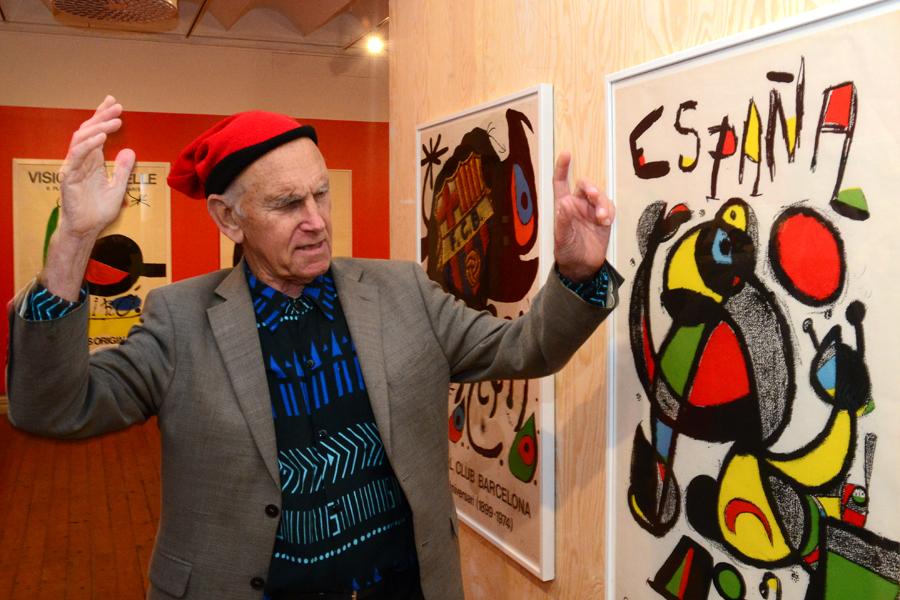 Nils Tryding är en entusiastisk samlare av Mirós affischer.