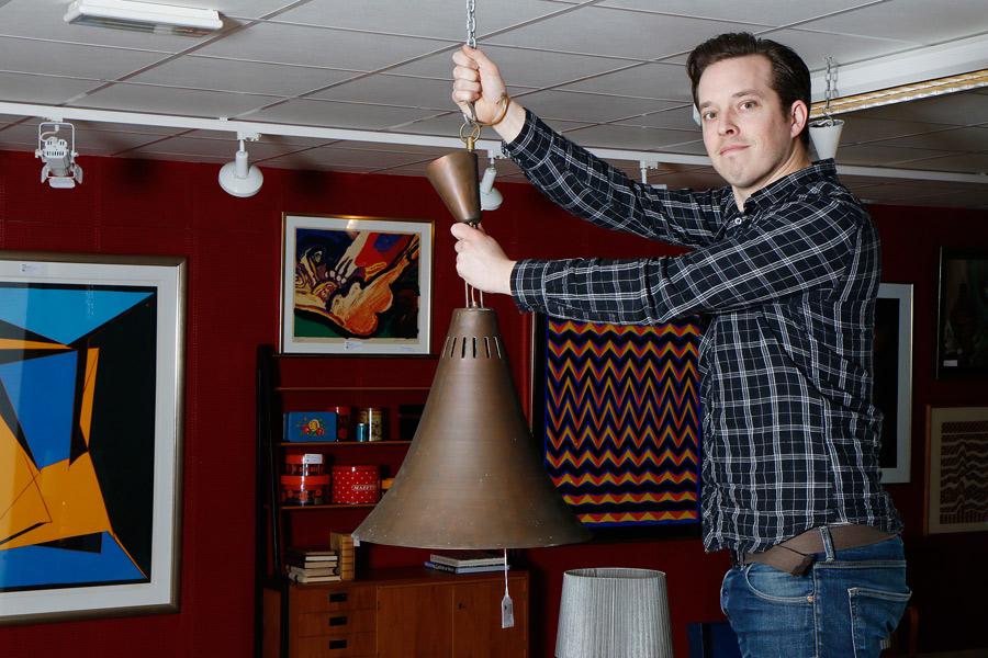 Ett av flera objekt med anknytning till Landskrona som ska auktioneras ut på tisdag är en annorlunda kopparlampa.