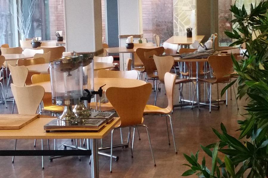 Från och med måndag kommer det att serveras lunch i restaurangen på Stadshuset. Vid grytorna kommer personalen på Erikstorp att stå.