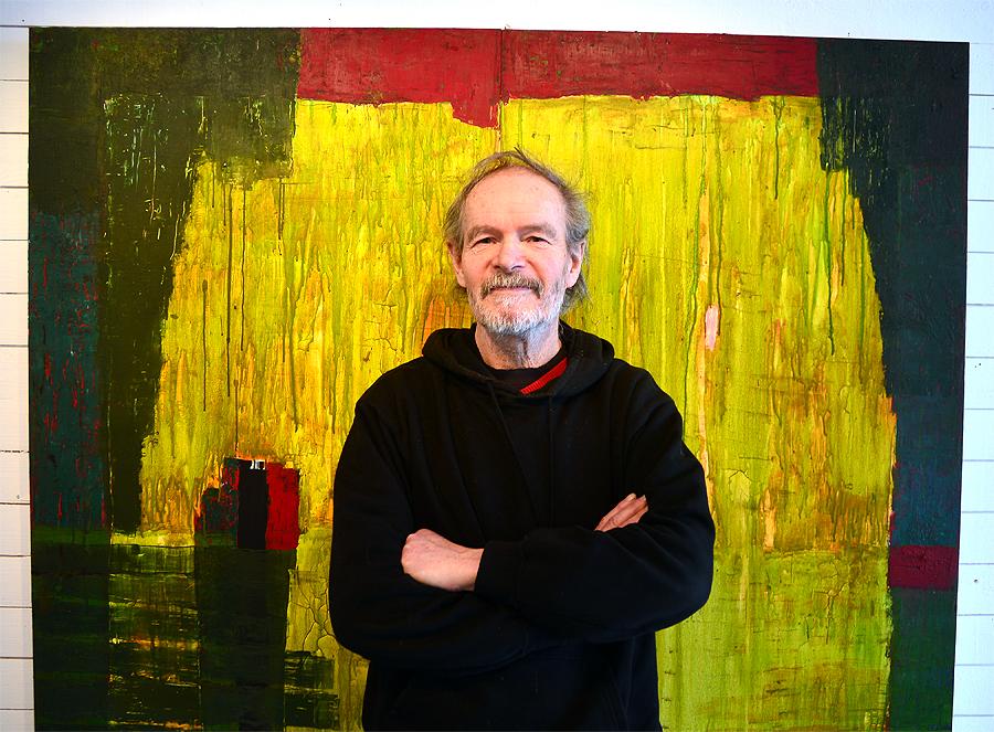 Jag lyssnar mycket på rock men när jag målar får det vara mer symfoniskt, typ Sigur Ros, säger Arner Persson och ställer sig framför målningen Ön.  - Det är dock inte Island som jag länge velat resa till.