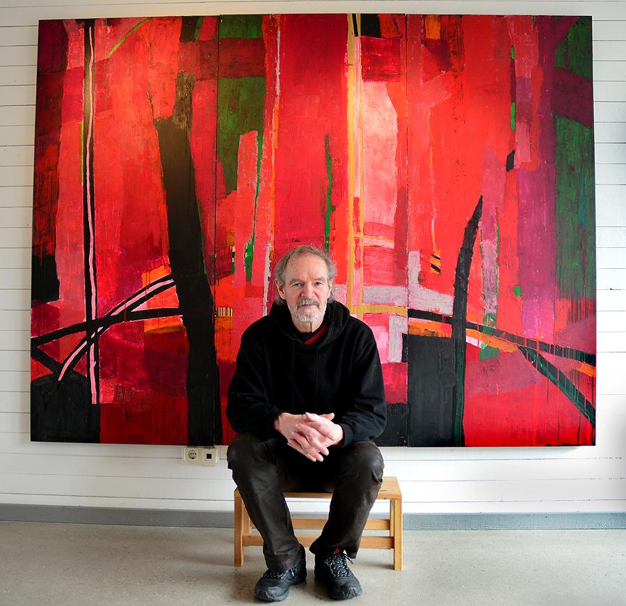 Som målare är Arne Persson intresserad av färgernas roll i skapelsen. Hans stora inspirationskälla har han utanför sin ytterdörr, skogen och sjön.