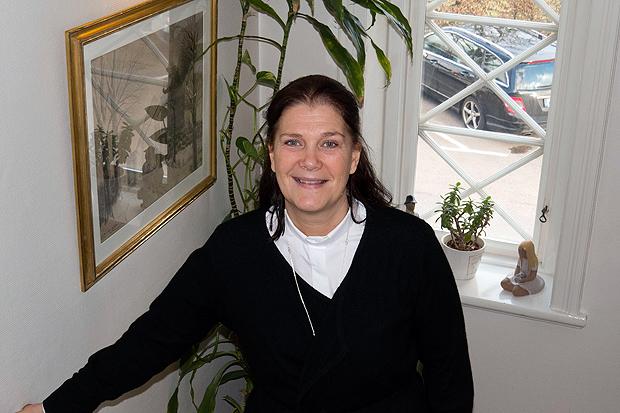 Pastorsadjunkt Jessica Menzinsky är en färgstark kvinna som nyligen flyttat till Landskrona.