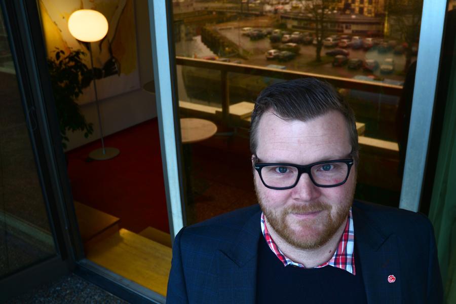 Jonas Esbjörnsson fick nyligen avslag i förvaltningsrätten ditt han vänt sig och ansett att Landskronahems ägardirektiv bryter mot kommunallagen.