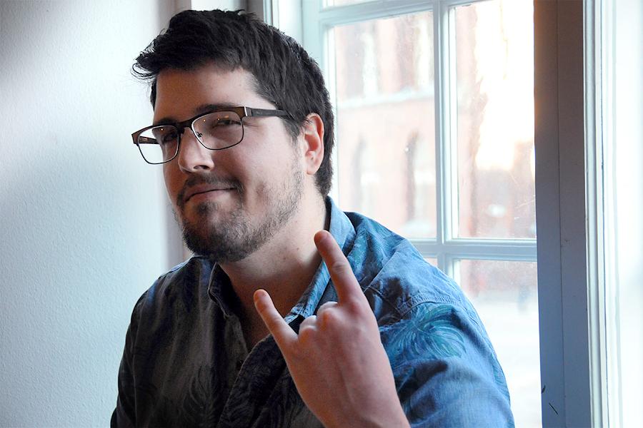 Konstnären Simon Vandetta ska ge sig ut på en rockturné i USA.