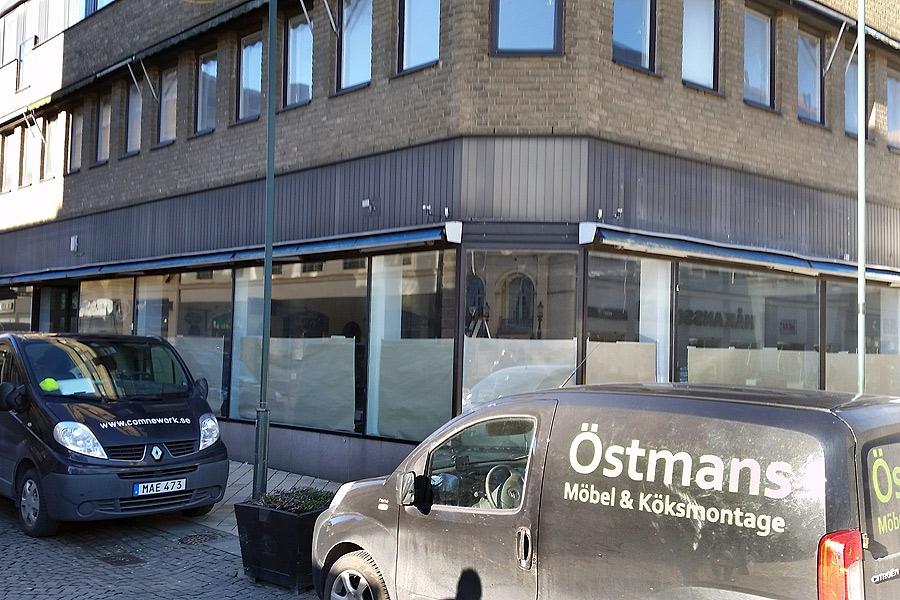 Äntligen är det klart med en ny hyresgäst i de gamla banklokalerna i kvarteret Gröna Lund. Det är Apoteket Lejonet som flyttar in och öppnar den 21 mars.
