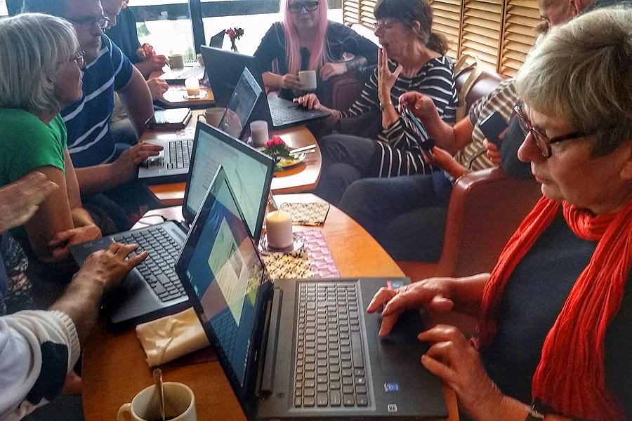Inger Rosvall på IT-café på Cafè Konsthallen.