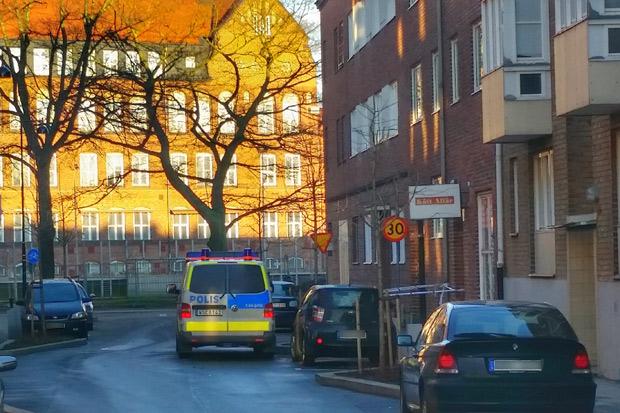 En man har gripits misstänkt för mordet på Brocksgatan. På måndag måste beslut om häktning tas.